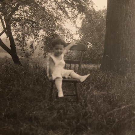 The photoshoot struggles are real. We've all been there. (c. 1910s)