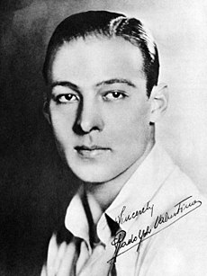 230px-Rudolph_Valentino_in_the_Blue_Book_of_the_Screen_01.jpg