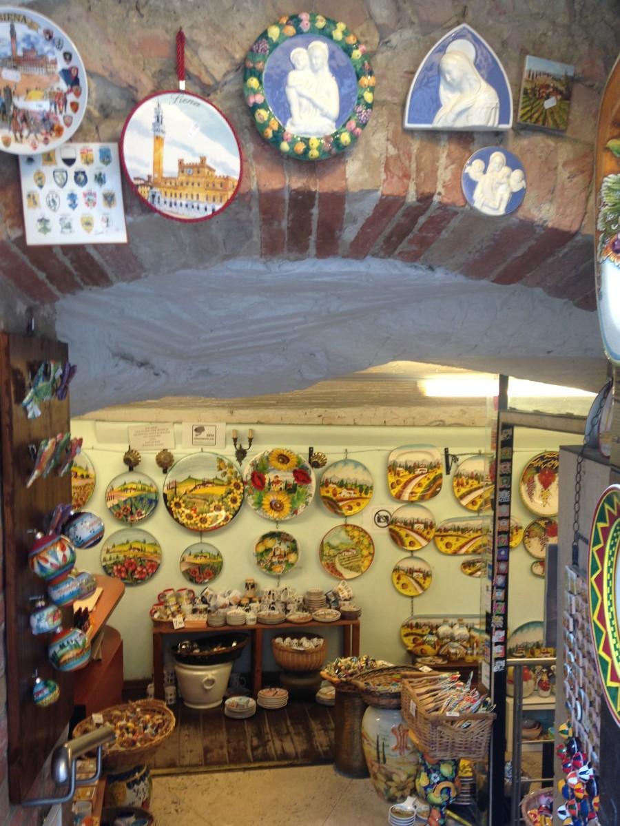 Tuscan ceramics